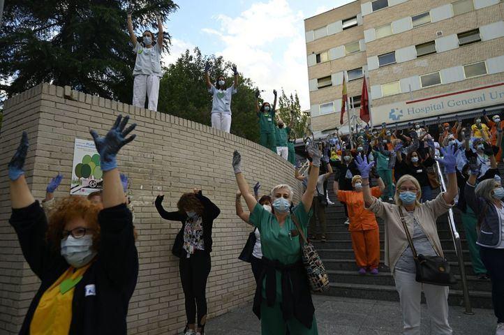 Sanitarios se concentran por tercer lunes consecutivo frente a los centros de salud