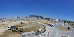 Obras de construcción del nuevo centro logístico de Correos en el aeropuerto de Madrid Barajas.