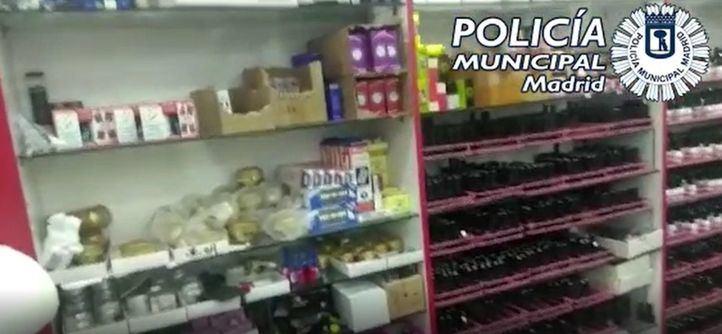 Imagen de las cremas requisadas por Policía Municipal de Madrid en un establecimiento del distrito de Usera.