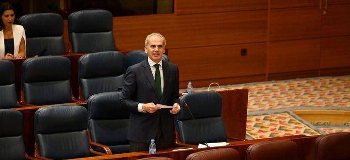 Ruiz Escudero se defiende en la Asamblea y tacha de 'miserable' a Iglesias
