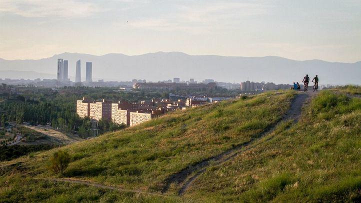 Vista de las Cuatro Torres desde el cerro en una foto de archivo.