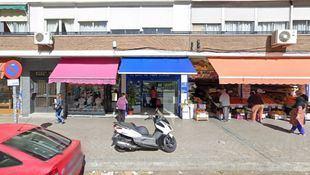 Administración de Loterías número 214 de Madrid, situada en el número 286 de la calle Camarena