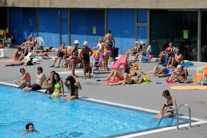Las piscinas municipales abrirán el 1 de julio con un 30% del aforo y turnos