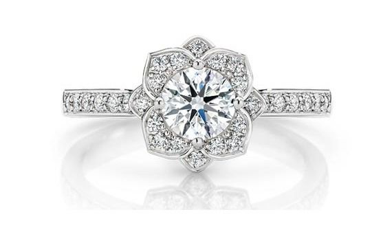 Un anillo de compromiso para un amor eterno