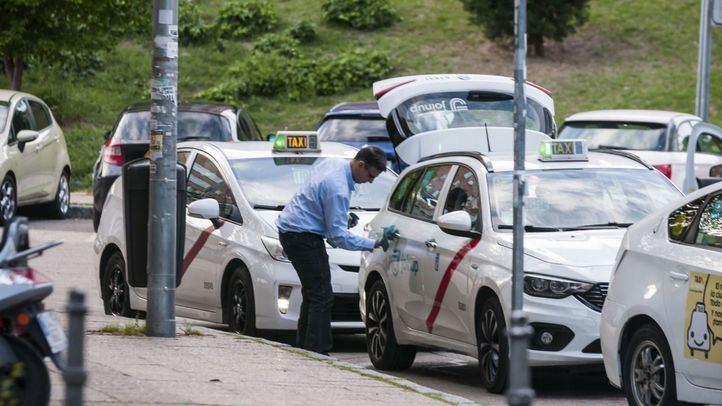 Carabante ofrece a los taxistas implantar taxi compartido y licencia por puntos