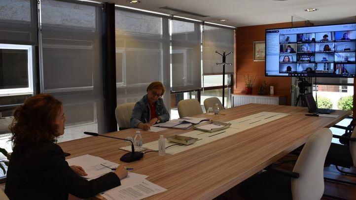 Gobierno y CCAA acuerdan analizar la situación en residencias