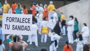 Sanitarios del Hospital Gregorio Marañón reivindican la Sanidad pública.