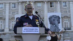 Los Reyes visitan los Teatros del Canal mientras los 'Afectad@s por la Herencia Real' interpretan una sátira ante el Palacio Real
