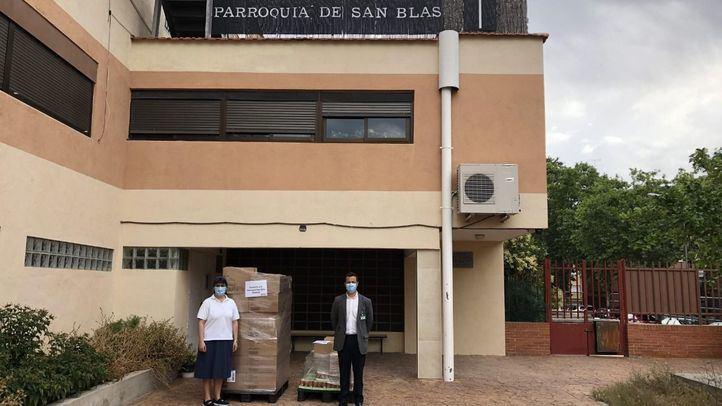 Responsables de Mercadona y de la Parroquia de San Blas durante la entrega