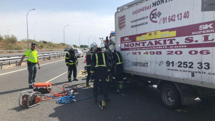 Un herido grave al chocar dos camiones en la M-50