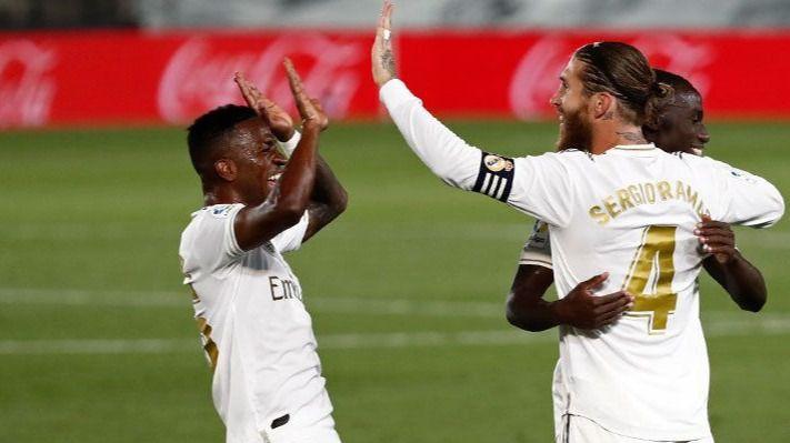 El Real Madrid hace pleno, 4 de 4, y sigue de líder con polémica