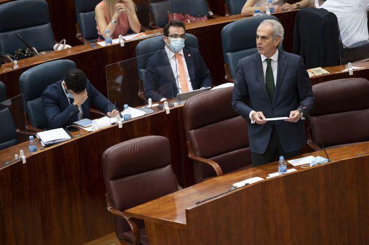 Ruiz Escudero defiende su gestión de las residencias ante la Asamblea y anuncia un nuevo protocolo de coordinación