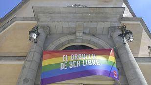 'El Orgullo de ser libre', el lema de la bandera LGTB que ya muestra Vicepresidencia