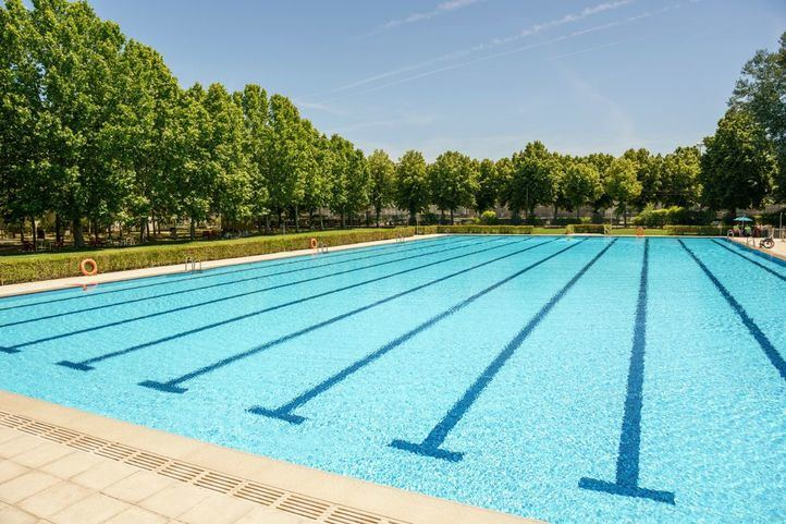 Una de las piscinas del Club Deportivo Somontes.