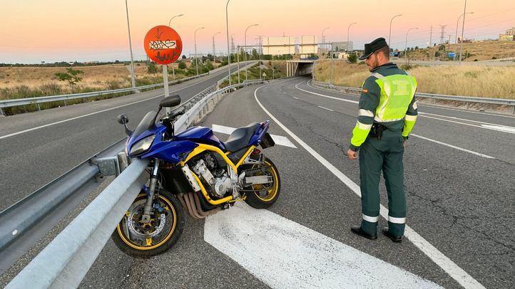 Herido grave tras caer de su motocicleta en Fuencarral