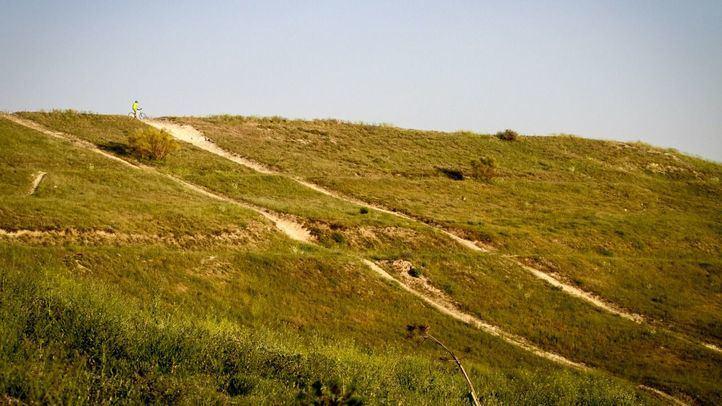 Deporte y cultura son los usos que desean los vecinos de Vallecas y Vicálvaro para el Cerro Almodóvar
