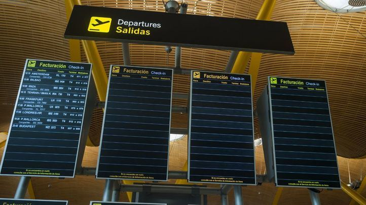 Paneles de información en el Aeropuerto de Barajas