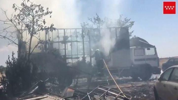 Dos intoxicados leves por el incendio de un camión
