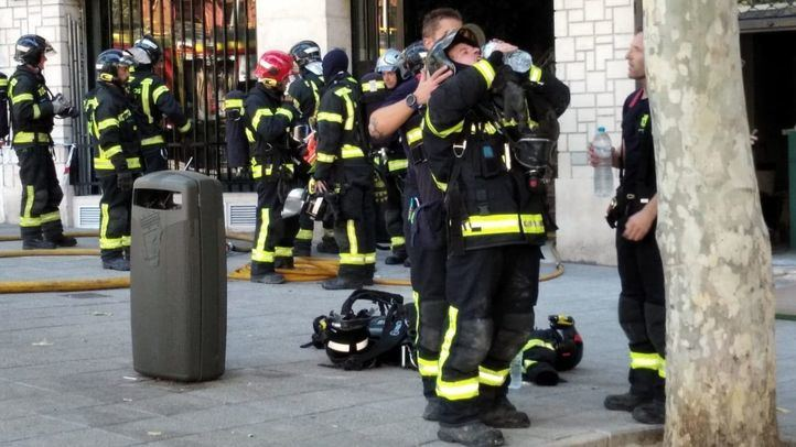 Una persona, intoxicada leve tras producirse un incendio en un cuarto de contadores