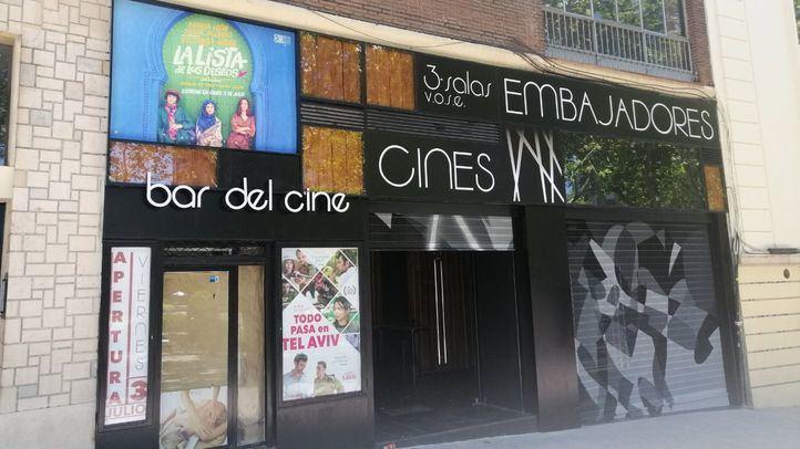 Los cines Embajadores aplazan su apertura tras un incendio en el bloque del local