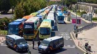 Imagen de archivo del sector de autobuses discrecionales concentrado ante el Ministerio de Transporte.