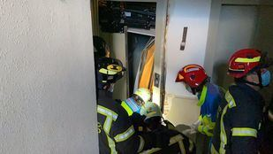 Dos heridos graves tras desplomarse un ascensor