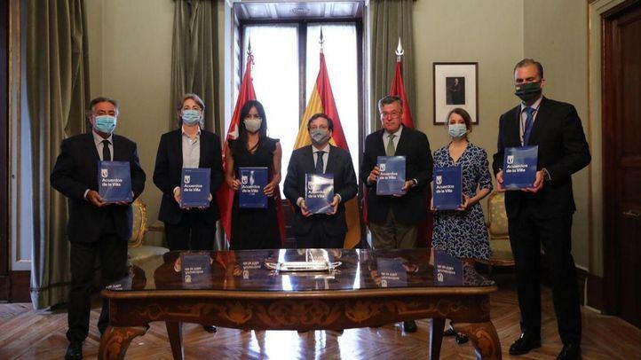 """Formalizados los """"Pactos de la Villa"""", un acuerdo histórico para reactivar Madrid"""
