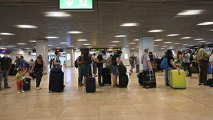 La Comunidad recurre la resolución de Sanidad sobre los controles del aeropuerto frente a la Covid-19