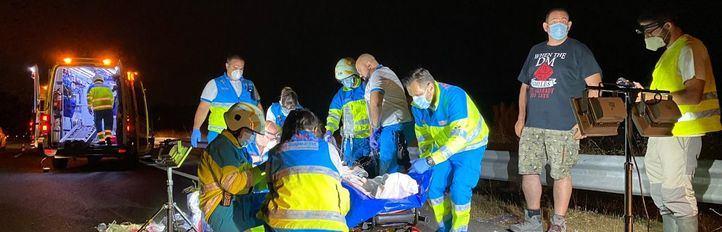 Un turismo y una motocicleta han chocado, quedando heridos los dos ocupantes de la moto