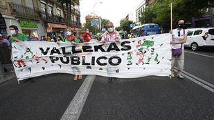 Decenas de asociaciones protestan en Vallecas por los servicios públicos