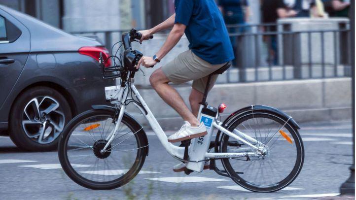Ciclista en el centro de Madrid