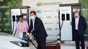 Primera recarga de un vehículo eléctrico Iberdrola en la Estación Premium de Monesterio
