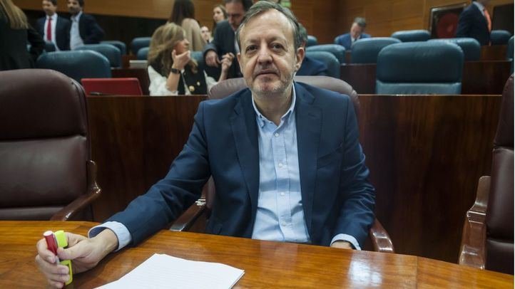 El consejero de Políticas Sociales, Igualdad, Familias y Natalidad de la Comunidad de Madrid, Alberto Reyero, durante un pleno en la Asamblea de Madrid