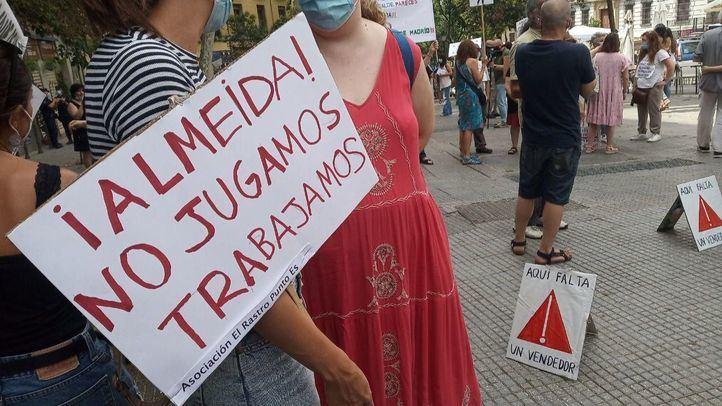 Concentración de los vendedores ambulantes del Rastro por segundo domingo consecutivo