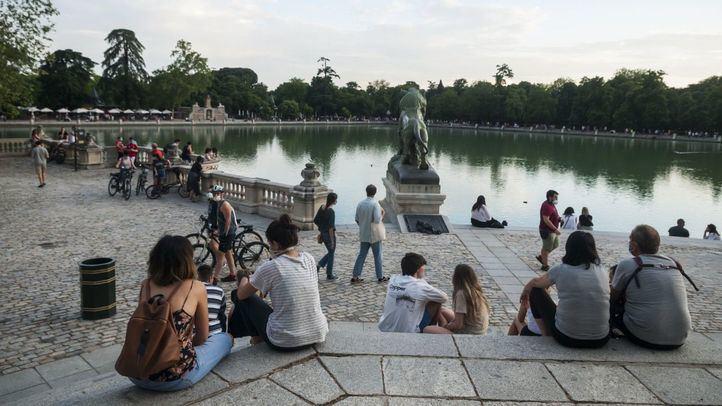 El Retiro y ocho parques mantendrán zonas balizadas por altas temperaturas y viento