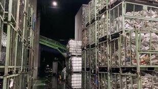 Extinguido un incendio en una nave de reciclado de piezas electrónicas