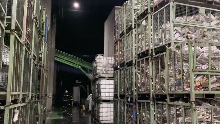 Extinguido un incendio en una nave de reciclado de componentes electrónicos