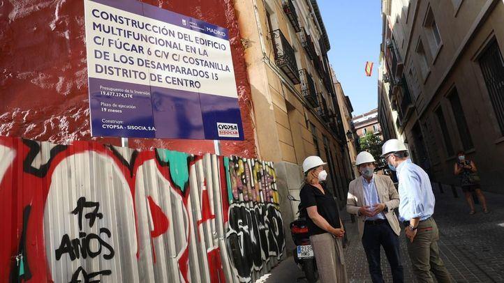 Martínez-Almeida  ha puesto la primera piedra del nuevo Edificio Multifuncional de Fúcar.