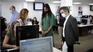 Madrid ampliará su servicio de Teleasistencia para llegar a 90.000 hogares de mayores de 85 años