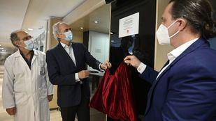 Una placa reconoce la colaboración hotelera en la crisis sanitaria del coronavirus