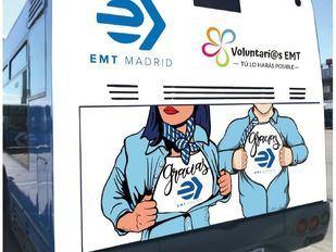 Un 'autobús solidario' de la EMT recoge productos de higiene infantil en La Vaguada