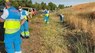 Localizadas dos personas muertas y una herida en la cuneta de una carretera