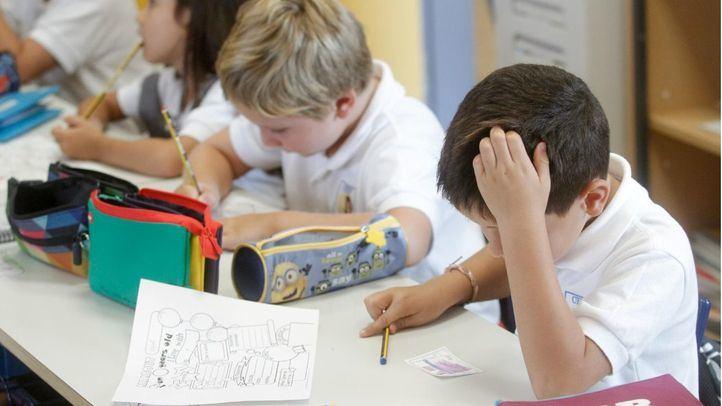 Varios alumnos en una clase de educación bilingüe.