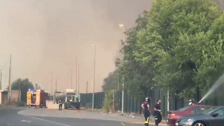 Incendio en Villaverde: el fuego se extiende a una zona de pasto
