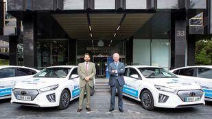Javier Mira, director general de Mutua y Leopoldo Satrústegui, director general de Hyundai España