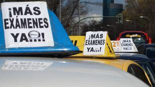Protesta de las autoescuelas para que se aumenten los exámenes en una foto de archivo.