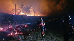 El incendio de Robledo sigue estabilizado pero no se da por controlado