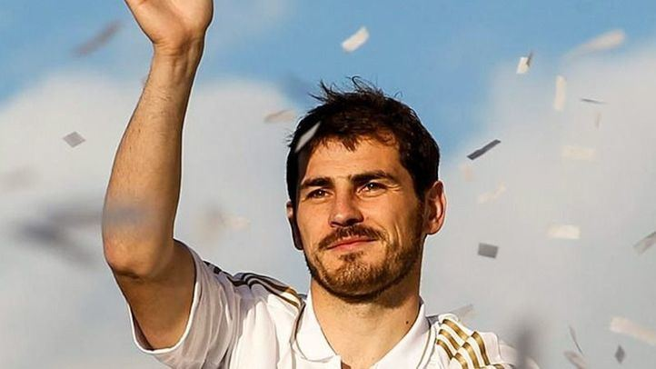 Iker Casillas anuncia su retirada.