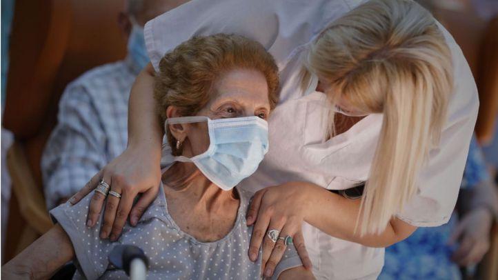 Un estudio detecta anticuerpos en el 61% de los mayores en residencias