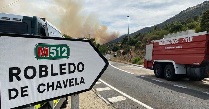 Reabiertas al tráfico las carreteras cortadas tras quedar controlado el incendio de Robledo